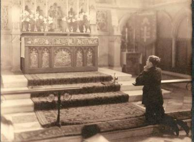 Chancel With Boy Praying - after 1913
